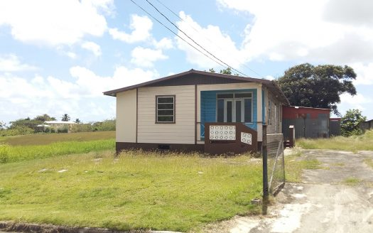 For Sale - 3 Bedroom 1 Bathroom Unfurnished House